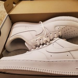 Nike low top shoes